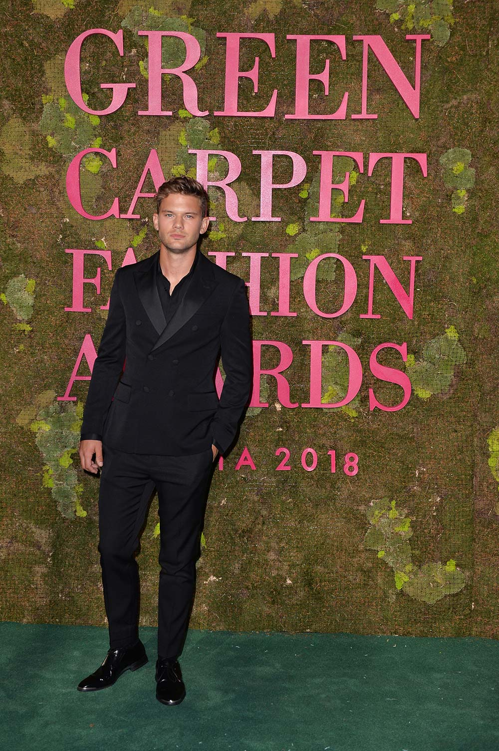 Green Carpet Fashion Awards 2018 - Jeremey Irvine - Grooming Massimo Serini Team