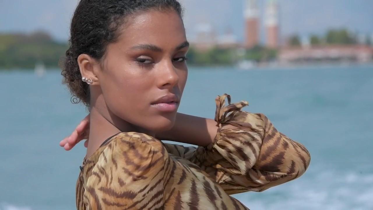 Venezia 2018 - Tina Kunakey - Arrivo all'Hotel Excelsior