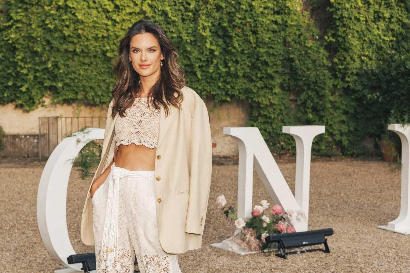 Monnalisa Spring-Summer Fashion Show - Firenze 2019 - Alessandra Ambrosio - Hair Massimo Serini